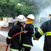 Treinamento de incêndio para bombeiros