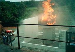 Treinamento de combate de incêndio em etds